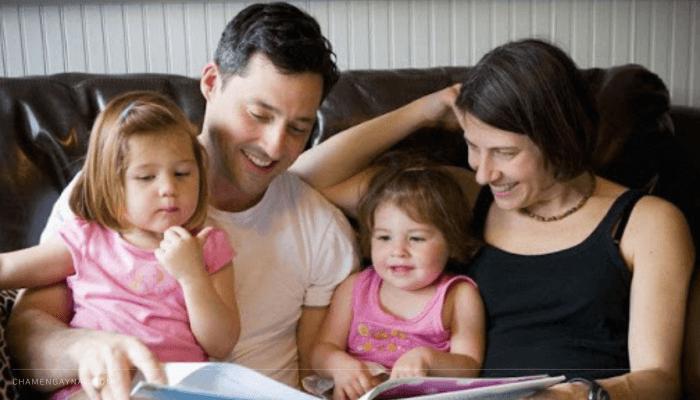 Cha mẹ Pháp dạy con
