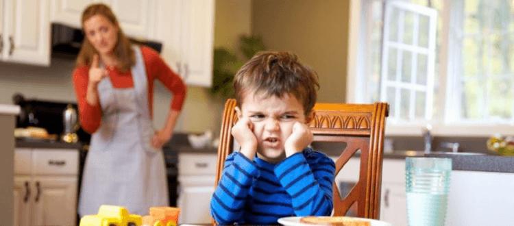 Cha mẹ Pháp dạy con ăn