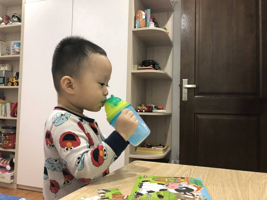 Trẻ 1-3 tuổi nên uống thêm sữa mỗi ngày