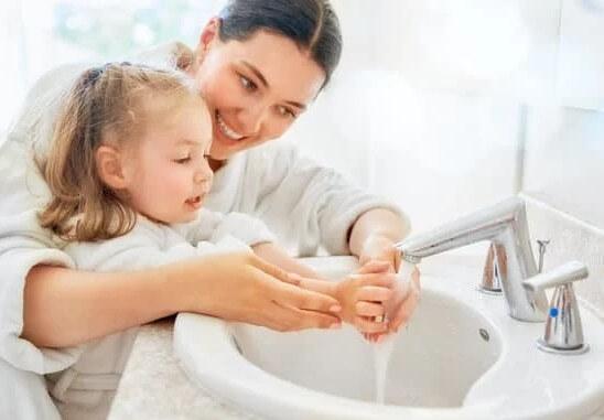 Giáo dục trẻ thường xuyên rửa tay